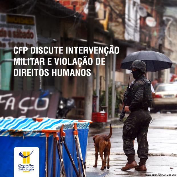 Soldado do exército segurando uma arma em uma favela no Rio de Janeiro