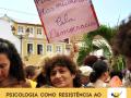 Cartaz pede pela vida das mulheres em ato durante o Fórum Social Mundial