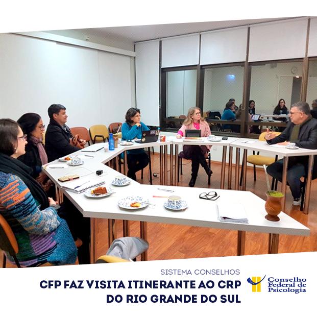 Em uma mesa redonda, diretoria do CFP e do CRP do RS conversam sobre pautas da Psicologia