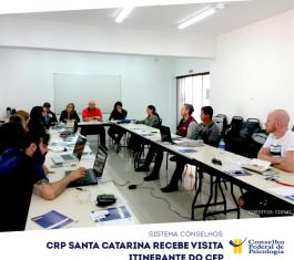 Em mesas formando a letra U, conselheiros do CFP e do CRP-12 discutem pautas comuns da Psicologia