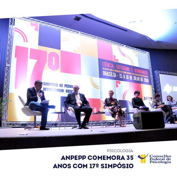 Em cima do palco, presidente do CFP e representantes de outras entidades participam de solenidade de abertura do 17º Simpósio da Anpepp