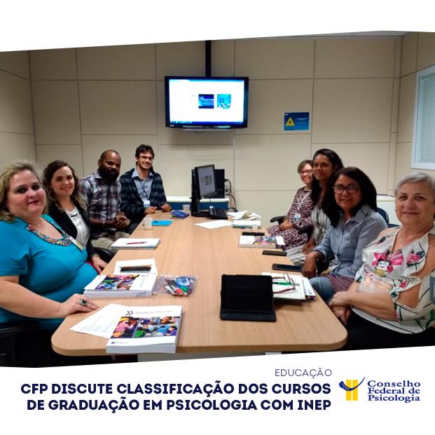 """Imagem mostra participantes da reunião entre o CFP e o Inep e o título da matéria: """"CFP discute classificação dos cursos de graduação em Psicologia com Inep"""