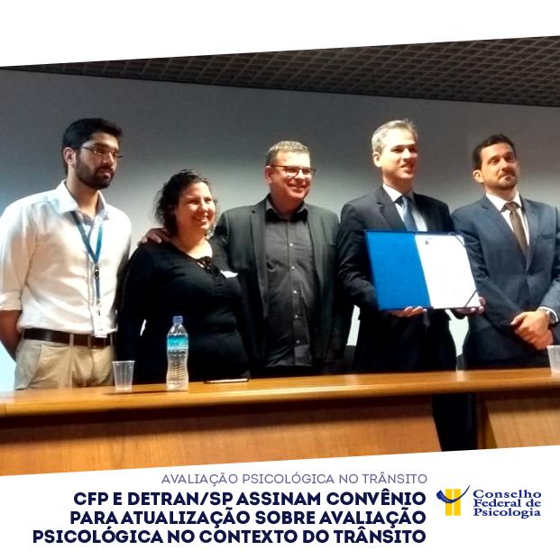 Na foto, presidentes do CFP e do Detran/SP posam com convênio assinado